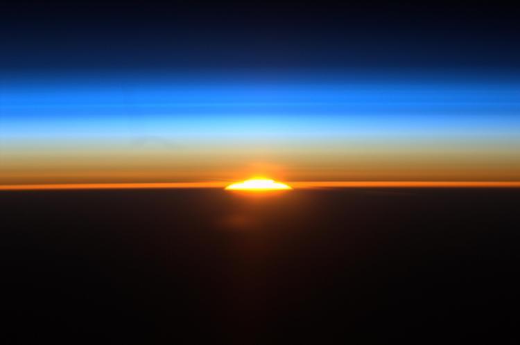582752main_sunrise_from_iss-full_full